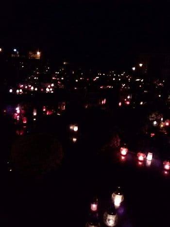 Světýlka na hřbitově