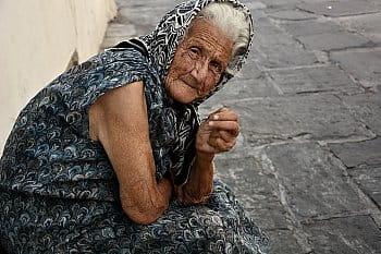 Stařenka na ostrově Nisyros