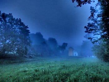 Domek v mlze