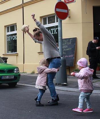 Tancuju s mámou