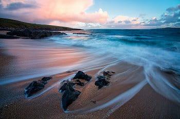 Svítání na pláži ostrova Harris
