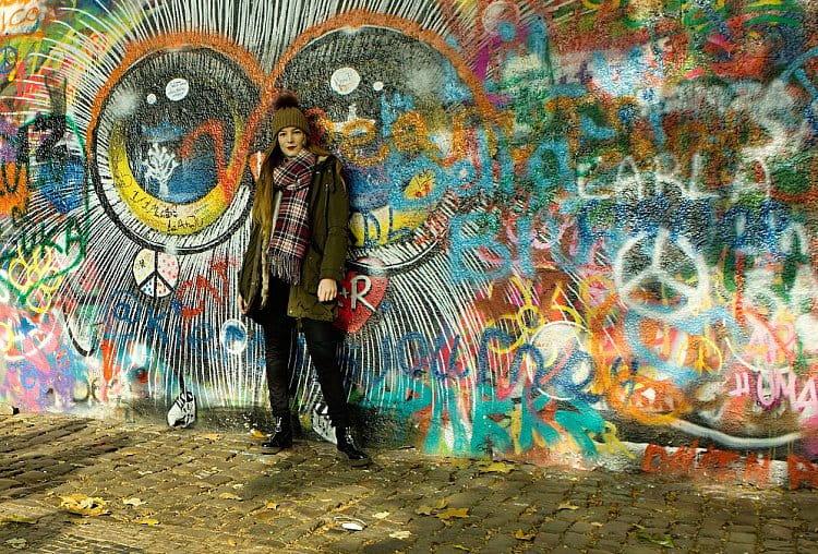 U Lennonovy zdi