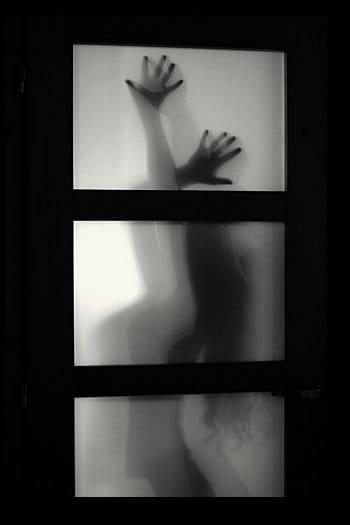 Za dveřmi