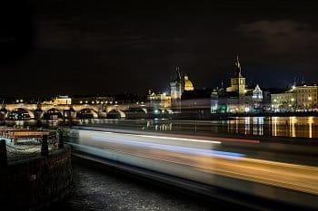 Parník a Karlův most