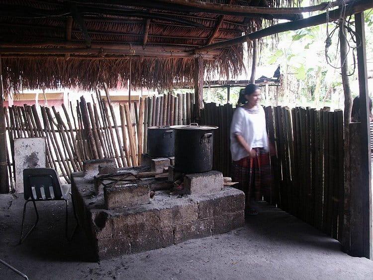 Školní jídelna v gžungli
