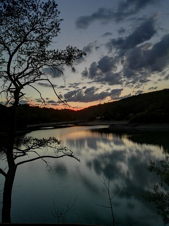 Zapad slunce nad vodou