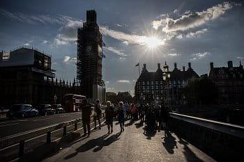 Big Ben v lišejníku(v lešení)