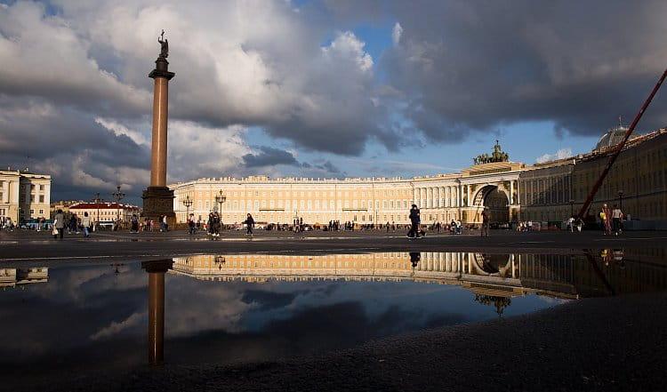 Po dešti, Palácové náměstí, Petrohrad