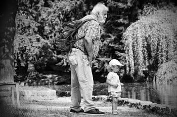 s dědou u rybníka
