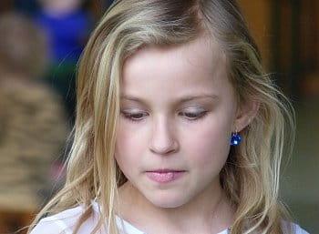Dívka s modrou náušnicí