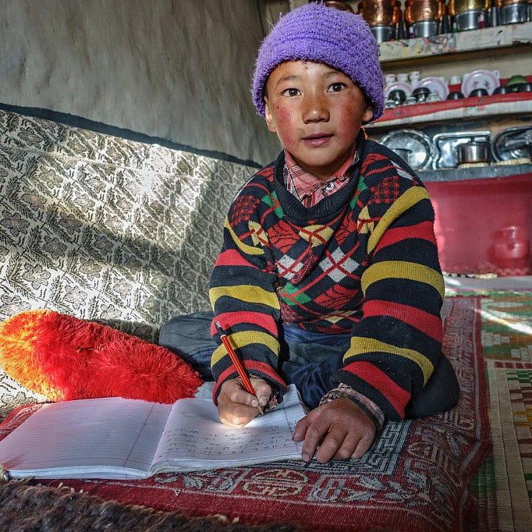 Školák ve vesnicei Khargyak