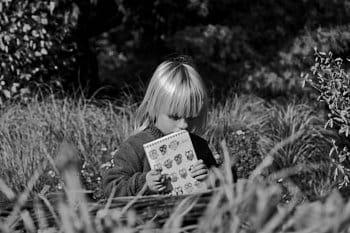 Dumání v trávě
