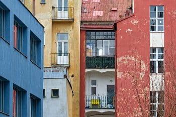 Barevné fasády domů