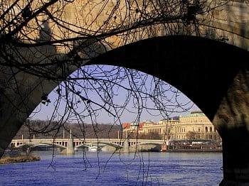 Pod mostem