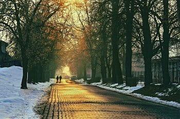 Slunce tančí v ulici