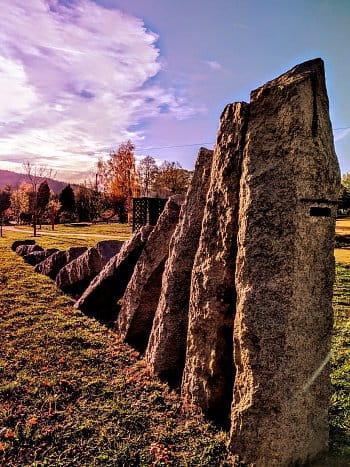 Chrastavský pomník