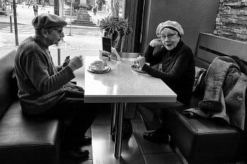 V kavárně
