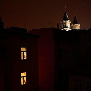 Dvě věže, dva byty. dva různé životy