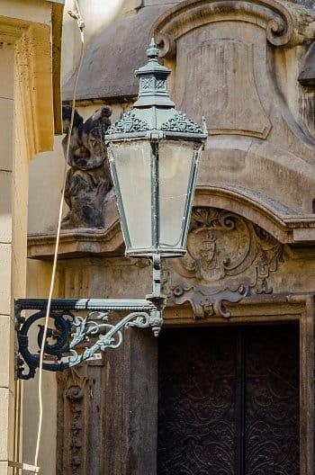 Lampa na rohu