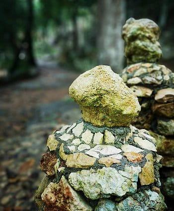 Kamenné sloupy