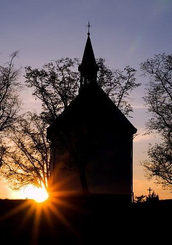Kostelíček v západu Slunce