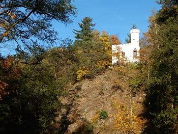 malý hrad a vysoká skála