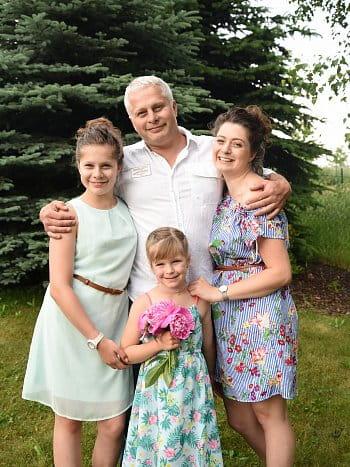 Král co tři dcery měl,nejstarší se jmenuje Sára,prostřední Patricie a nejmladší Rebecca.