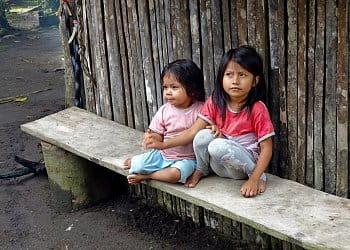 V indiánskej dedine, Puyo, Ekvádor
