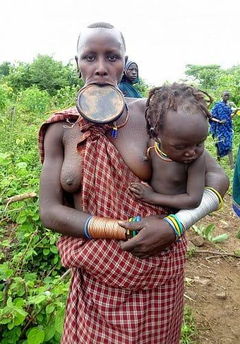 Žena z kmeňa Surma, Etiópia