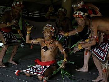 Šamanský ptačí tanec (ostrov Siberut)