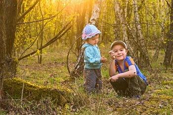 S dětmi v lese