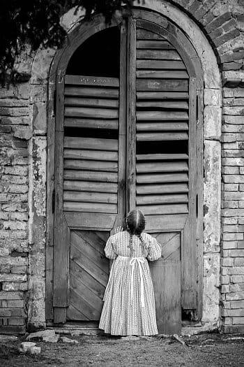 Svět za zavřenými dveřmi