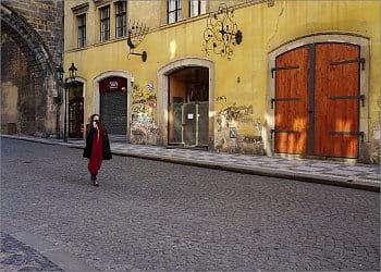 Mosteckou ulicí, Praha