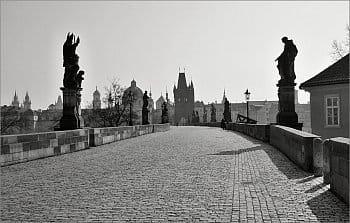Na Karlově mostě