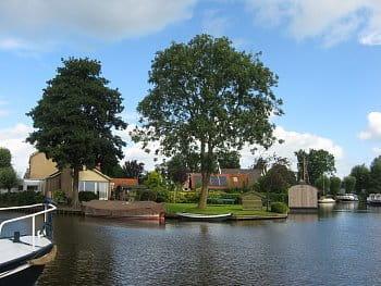 Holandskými kanály na lodi.