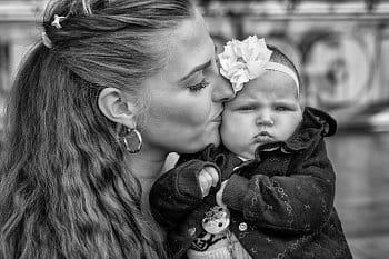 Světská máma s dcerou...