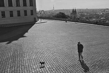 v době koronaviru kolem Pražského hradu