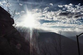 Poslední podzimní Slunce v horách