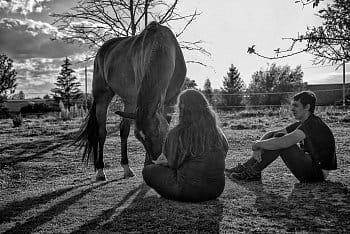 Máma se synem a jejich koněm....