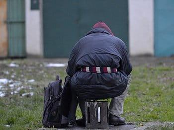muž bez domova