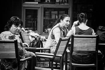 V kavárničce na rohu
