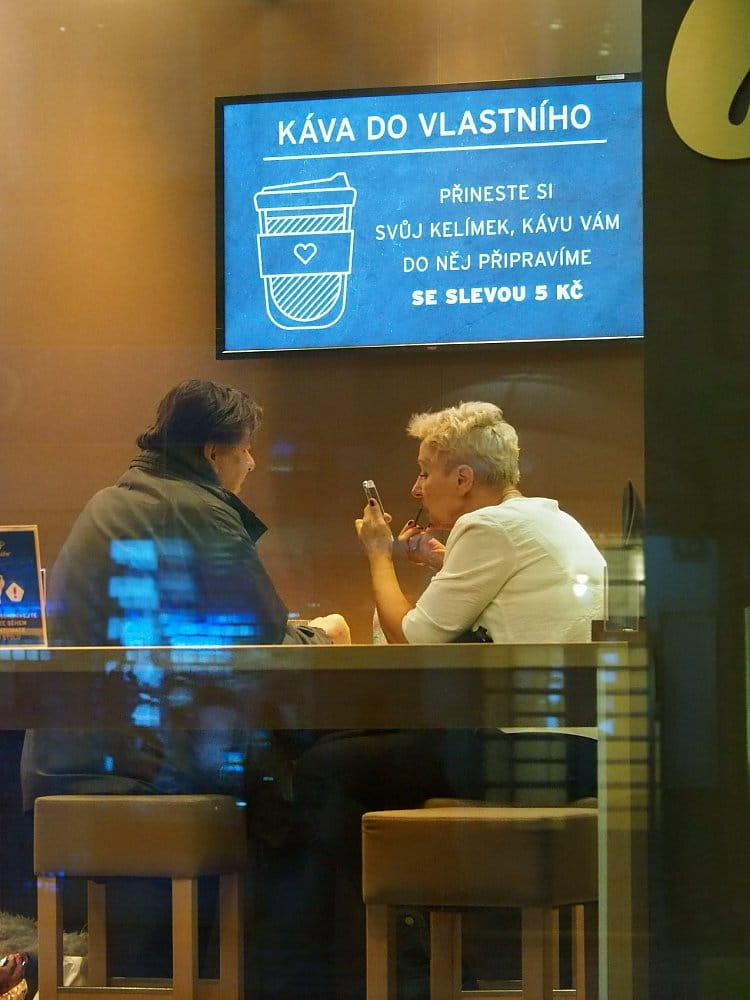 Líčení v kavárně
