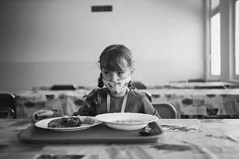 Ve školní jídelně