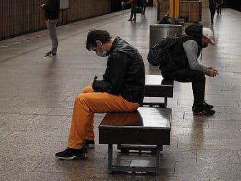 Čekající v metru